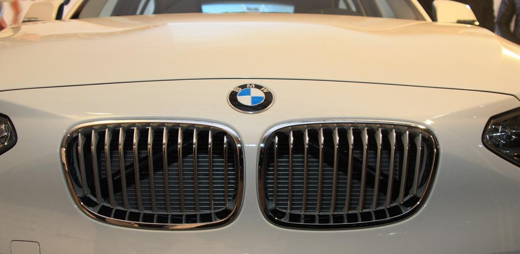 Тоньше НЕвесты: Mercedes затеял рекламный троллинг против BMW