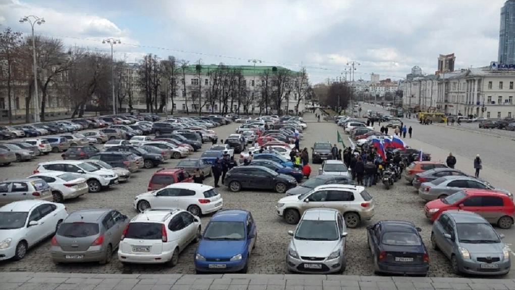 Парковка на площади 1905 года не работает 122 дня в году, но закрыть ее совсем не могут