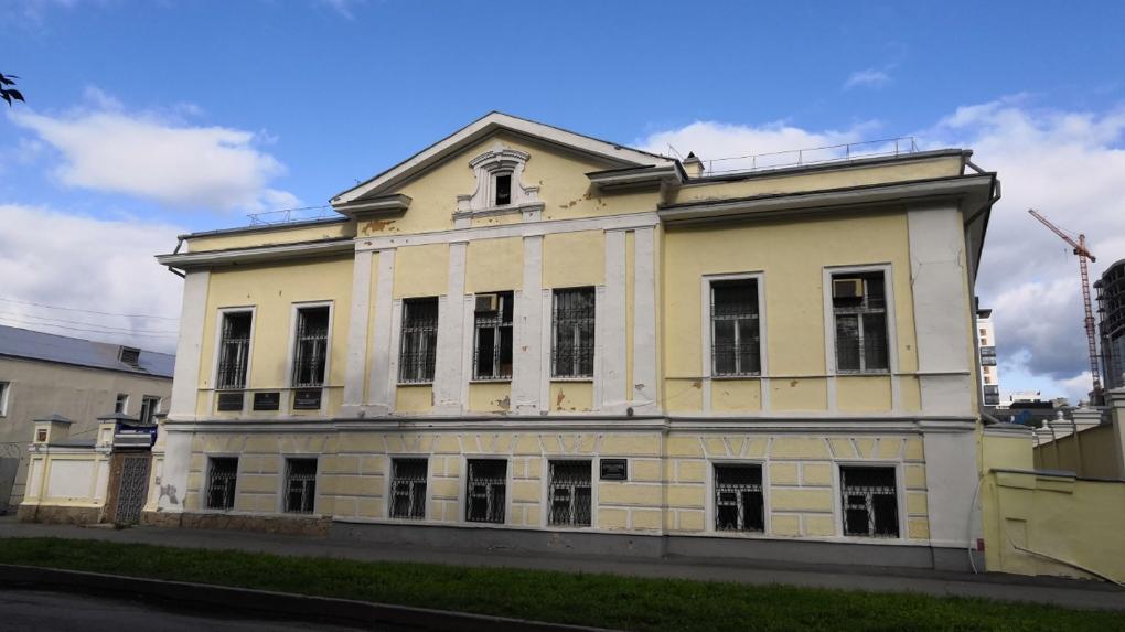 Администрация Екатеринбурга продаст на торгах ансамбль исторических зданий возле уральского полпредства
