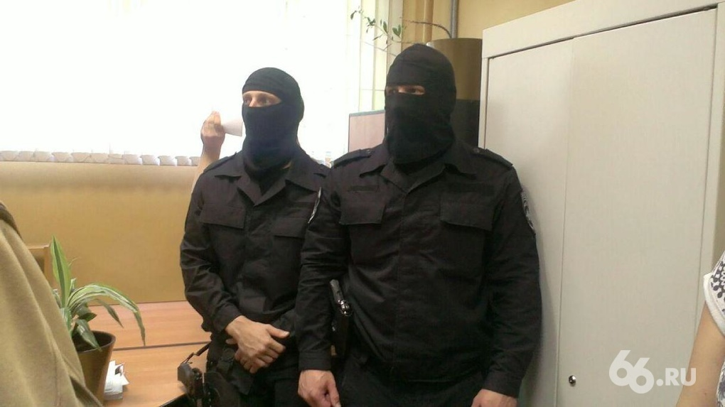 Уральские силовики задержали в Чечне подозреваемого в заказном убийстве. Но чеченцы пытаются его отбить