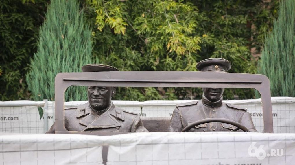 У штаба ЦВО установили уже второй памятник Георгию Жукову. Фото