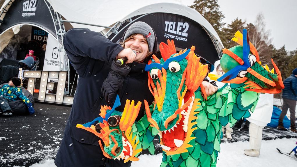 В специальной номинации Tele2 на шоу Red Bull Jump&Freeze победили парни в костюме взлетающего рубля