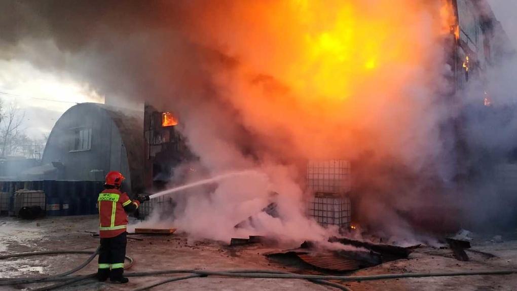 На Сортировке крупный пожар, район заволокло дымом