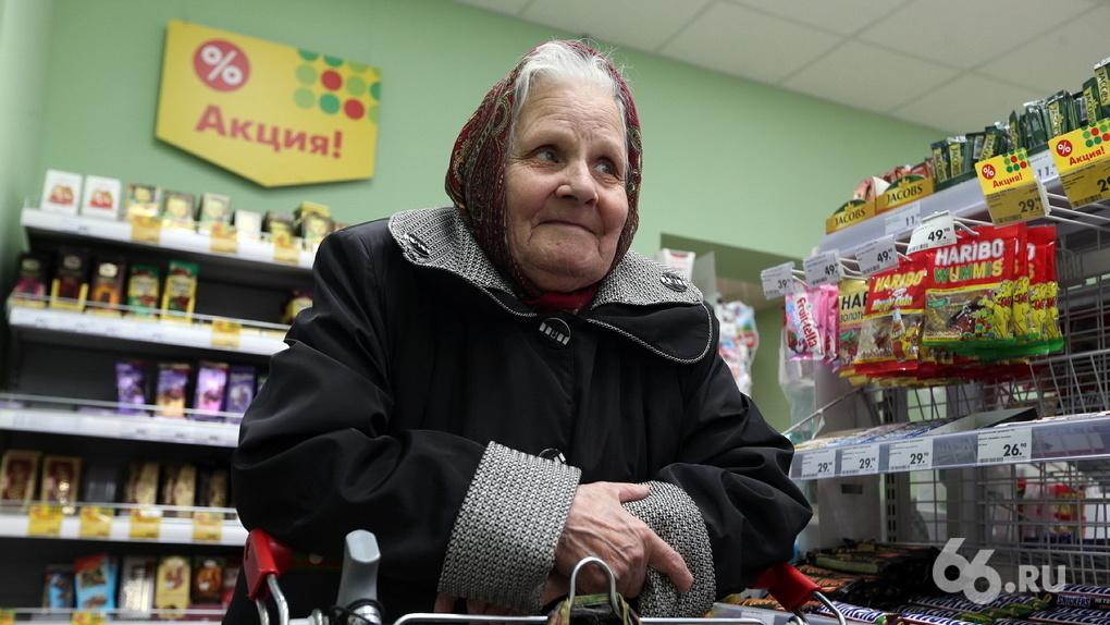 Евгений Куйвашев по примеру Сергея Собянина попросил пожилых сидеть дома. Но денег им за это не дадут