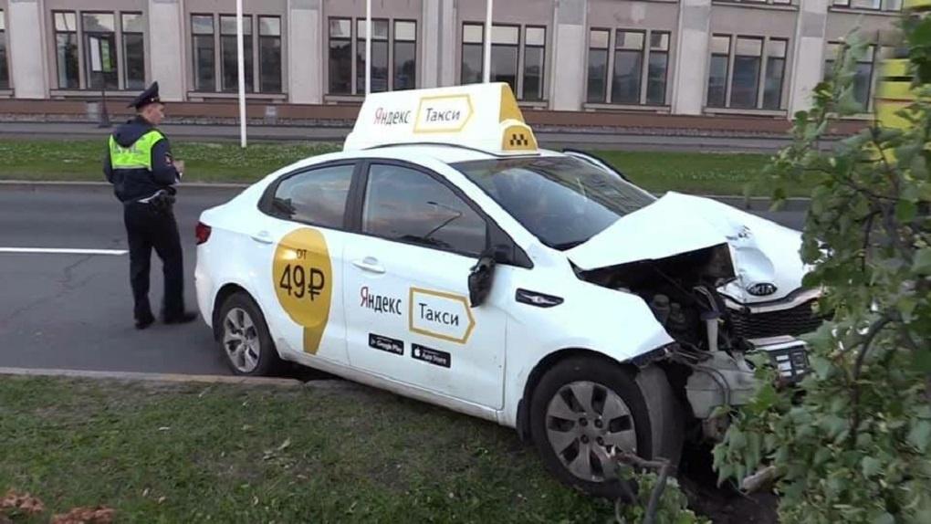Пассажирка пять лет судилась с «Яндекс.Такси» за пожизненную пенсию после ДТП. И создала прецедент