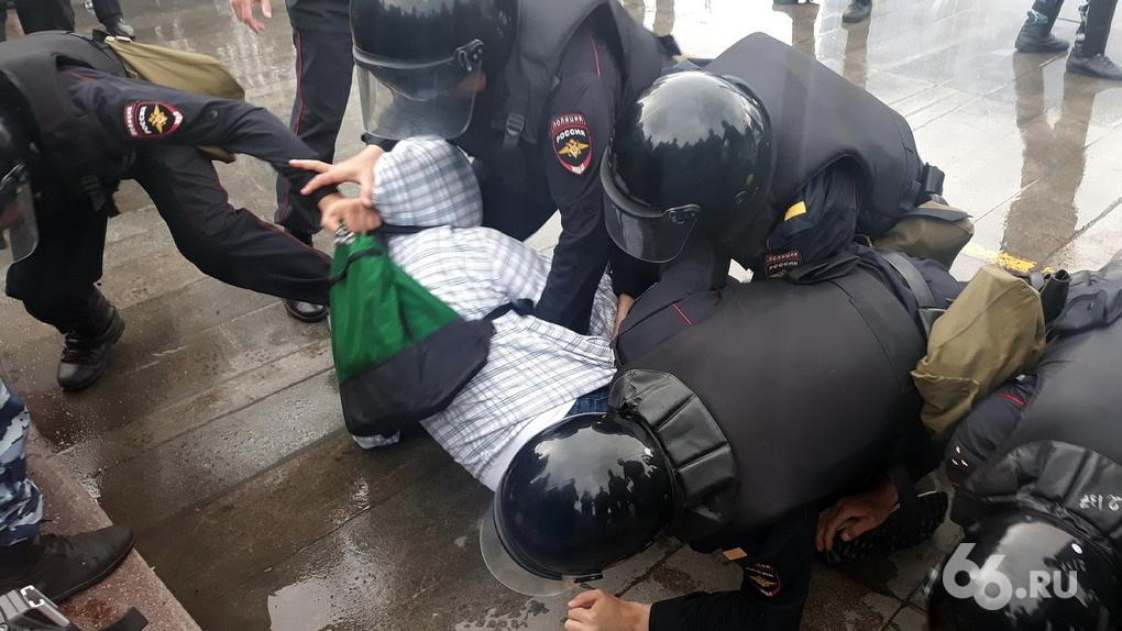 Полиция заплатит 12 тыс. рублей за задержание на одиночном пикете в Екатеринбурге