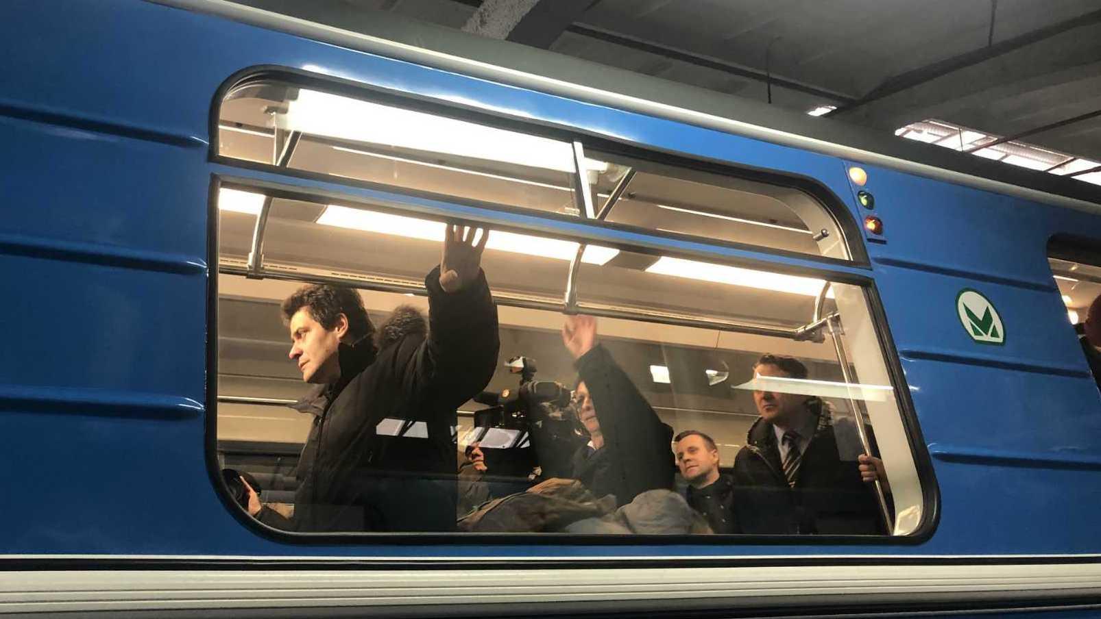 Все хотят вторую ветку метро, но перестали пользоваться первой. Что происходит?