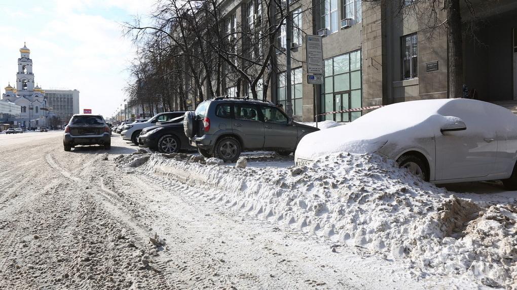 Бюрократический пинг-понг. Почему регламенты чистки дорог в Екатеринбурге расходятся с реальностью