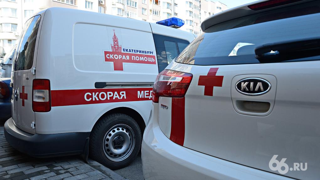 Сотрудникам скорой помощи Екатеринбурга, которые заразились коронавирусом, не платят путинскую страховку