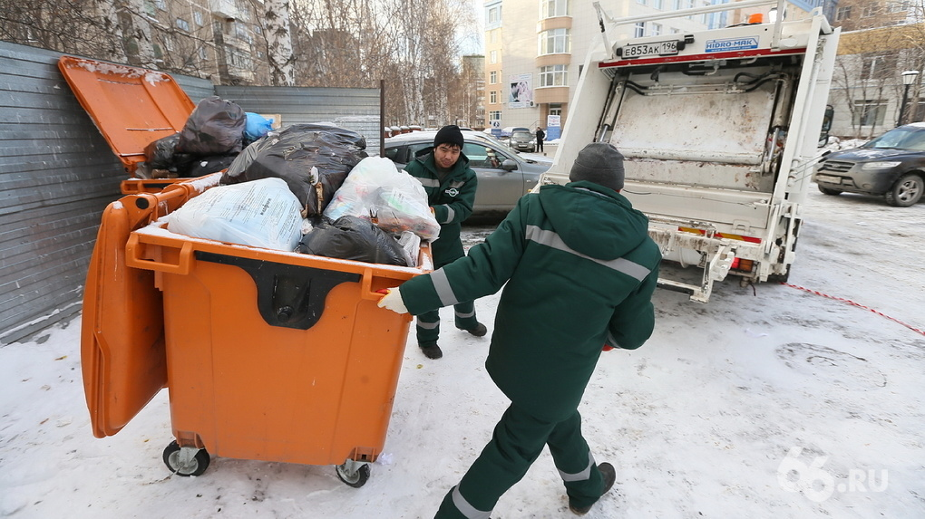 Евгений Куйвашев поручил правительству снизить тарифы за вывоз мусора