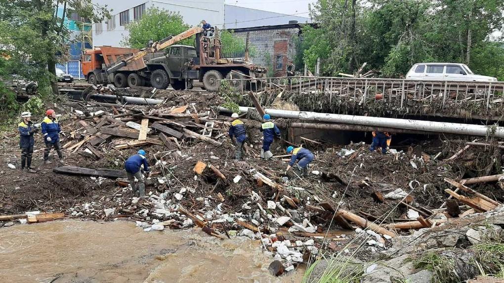 После потопа из Нижних Серег вывезли 106 самосвалов мусора. Фото