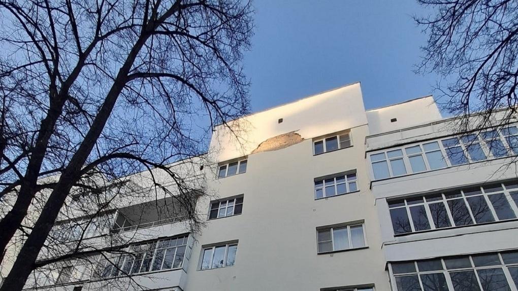 Дом, который отреставрировали к ЧМ-2018 по проекту фирмы депутата Виталия Чачина, начал разрушаться