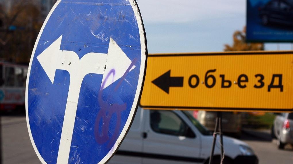Дорожники на месяц закрыли проспект Ленина со стороны мэрии. Центр города парализован
