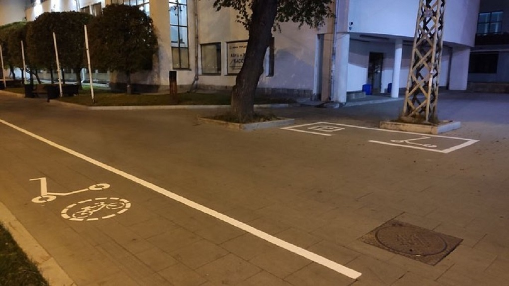 В конце сезона кикшеринга в Екатеринбурге сделали разметку для электросамокатов