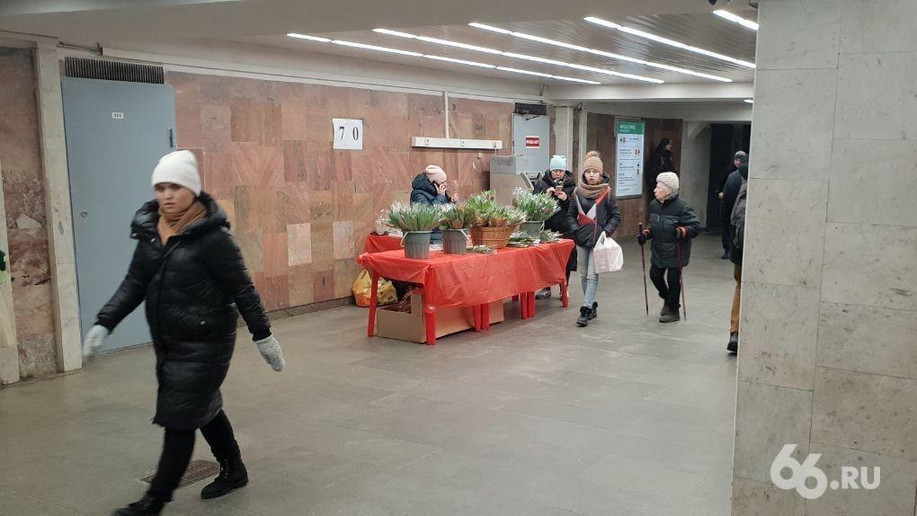 8 Марта сильнее террористической угрозы: на станции метро разрешили вернуться торговцам