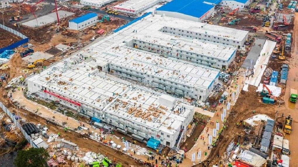В Китае за 10 дней построили больницу для зараженных коронавирусом на тысячу мест. Фото, видео