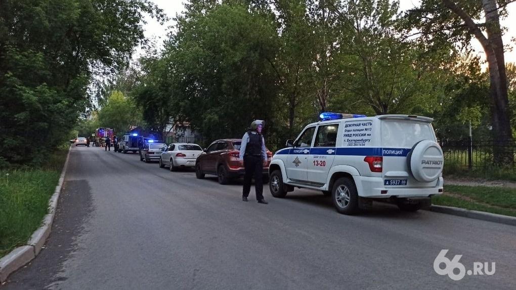 В Екатеринбурге экс-сотрудник МВД стрелял из карабина по людям, есть раненые