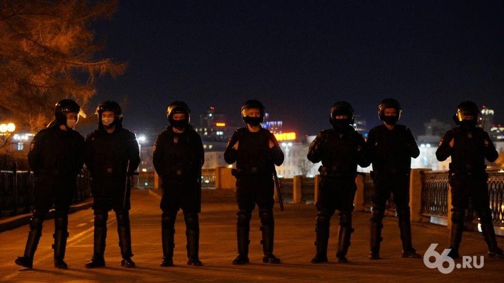 Сторонники Навального три часа гуляли по Екатеринбургу, силовики — за ними. Репортаж с марша протеста