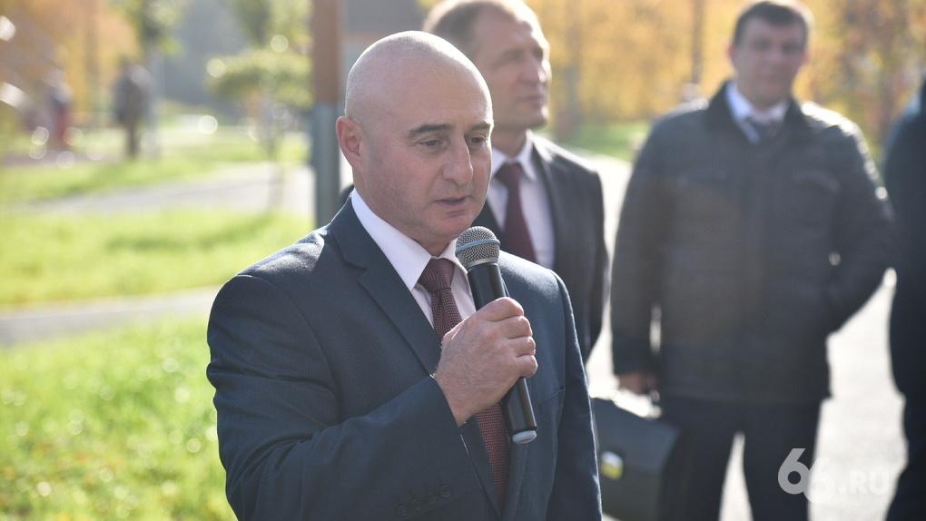 Представитель полпреда вмешался в конфликт вокруг бюджета Екатеринбурга. Он пригрозил мэрии полицией