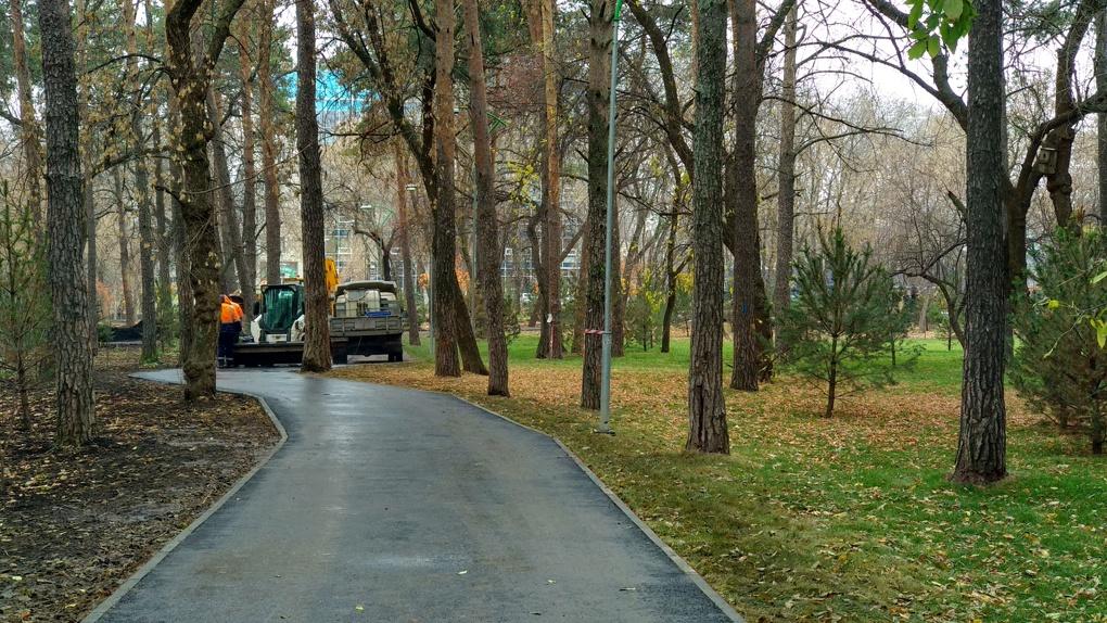 В Зеленой Роще, которую реконструировали за 130 млн рублей, снова начнут ремонтировать дорожки