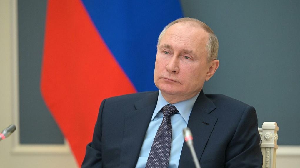 Владимир Путин объявил длинные выходные в майские праздники
