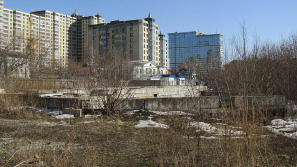 Деловой партнер Павла Дацюка выкупил недострой у Царского моста. Что там может появиться