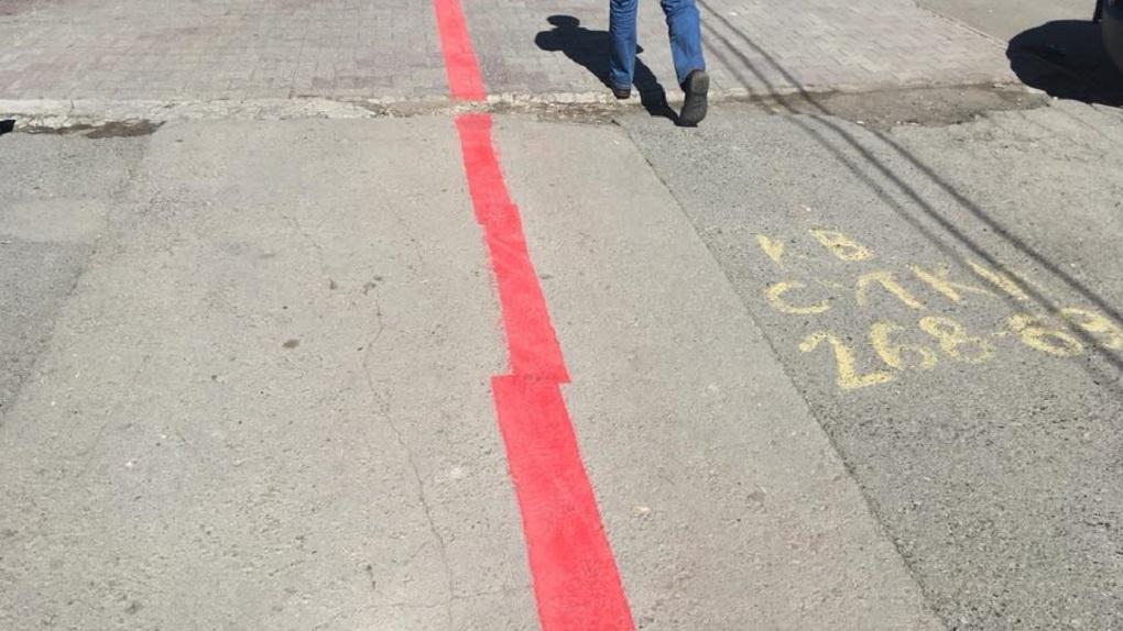 В Екатеринбурге второй раз за месяц обновили красную линию. Теперь она кривая