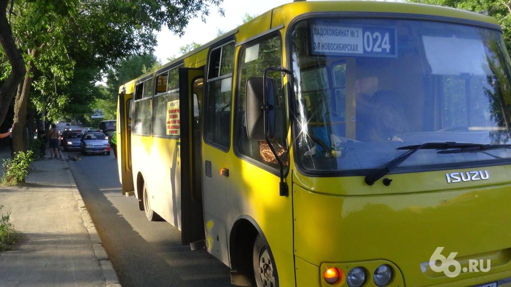Частный транспорт отрезают от «серого нала»: 70% маршрутов города перевели на оплату банковскими картами