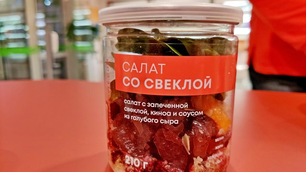 Салат из банки: Яков Можаев ужинает в Carrot People