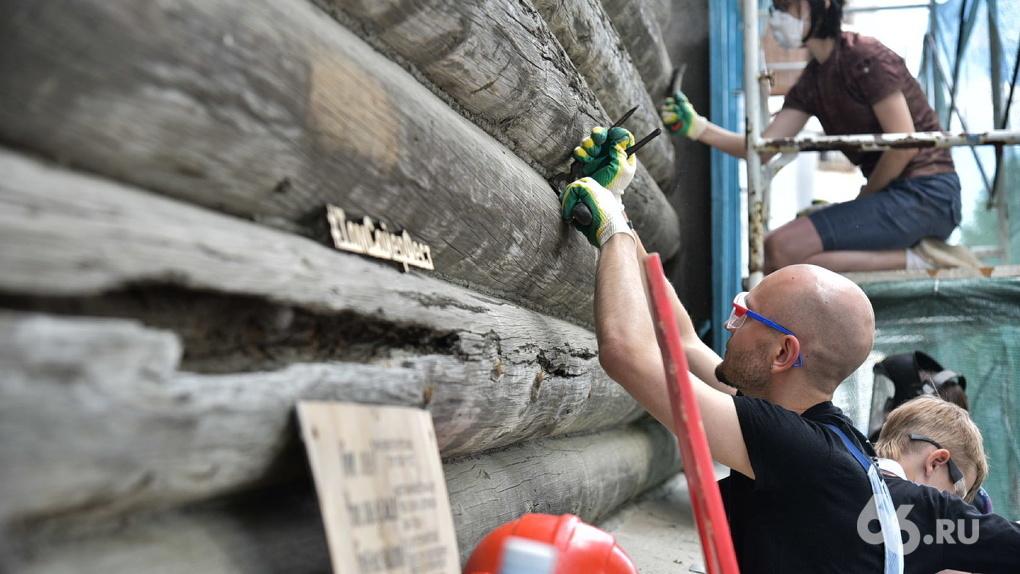 Волонтеры начали реставрировать дом трамвайно-троллейбусного управления. Фото с открытия «Том Сойер Фест»