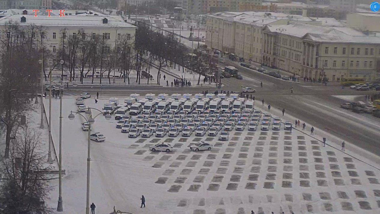 Сотрудники полиции парализовали движение в центре Екатеринбурга