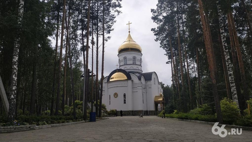 «Все в монастыре принадлежит епархии». Юрист церкви объясняет, почему невозможно выгнать отца Сергия