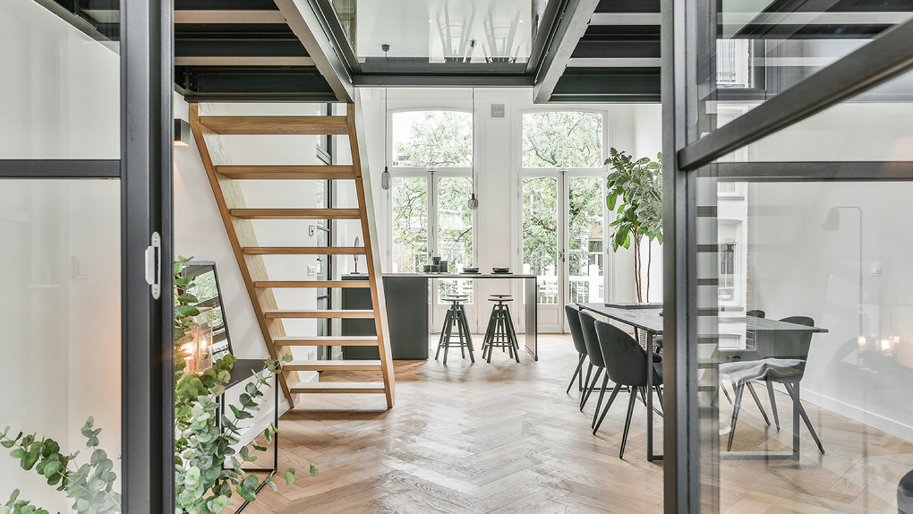 Все чаще слышу, что в моде теперь двухэтажные квартиры. Кто в Екатеринбурге строит такие?