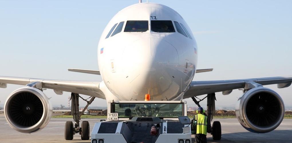 Требуйте и получите: как переждать задержку самолета с комфортом и заработать на ней