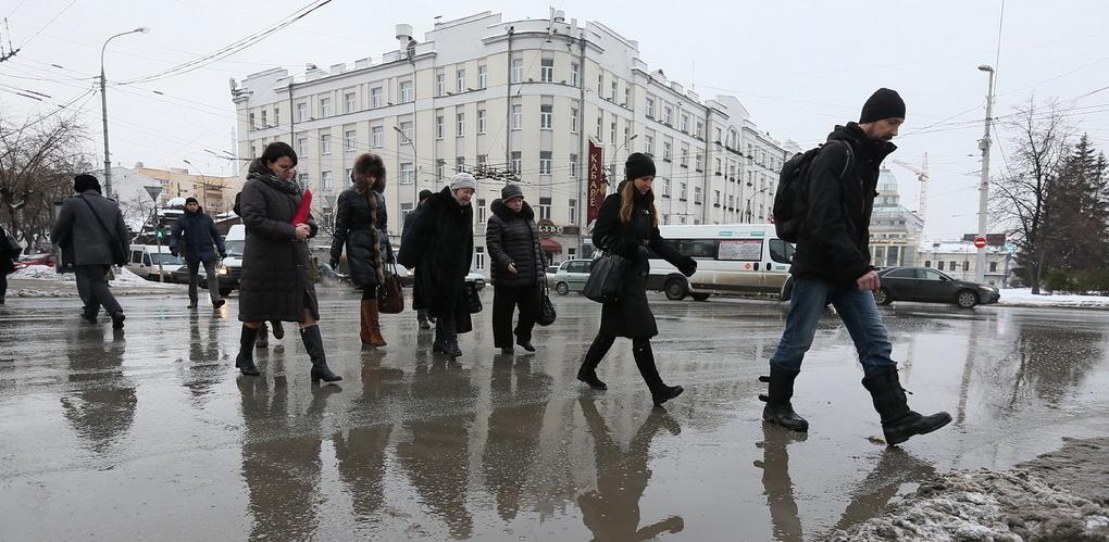 В Екатеринбурге создали гражданский комитет «Метла». Он разработает план борьбы с вечной грязью