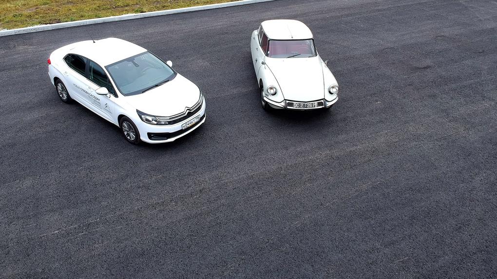 Полвека эволюции автомобиля — на примере Citroen ID19 (1956) и Citroen C4 (201х)