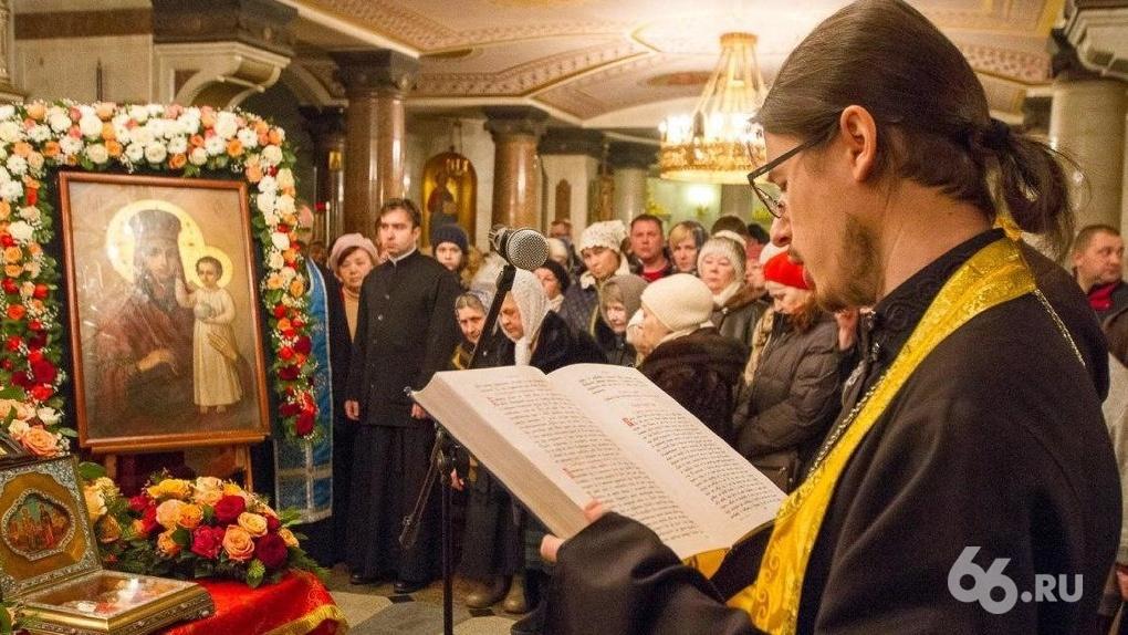Церковь пошла на прямой конфликт с властью и отказалась закрывать храмы на карантикулы
