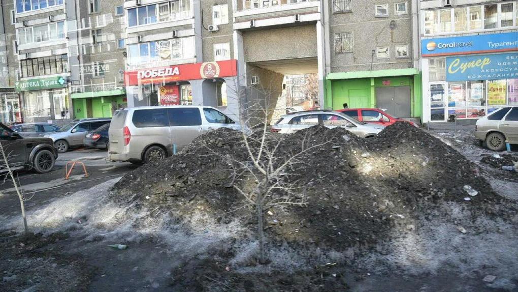 Александр Высокинский целый день ездил по городу и решил, что победил снег и грязь. Но потом передумал