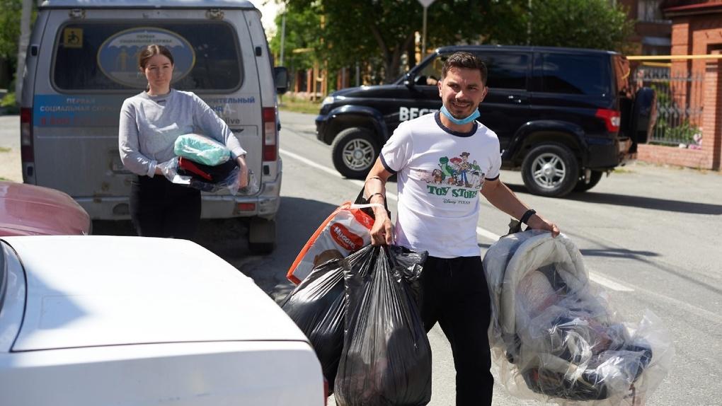 Жители Екатеринбурга стали чаще отдавать вещи на благотворительность