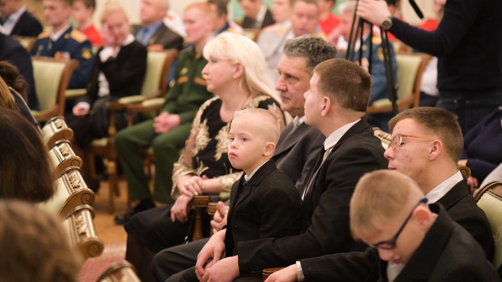 Обычным героям Екатеринбурга вручили ордена и 200 тысяч рублей. Пять историй