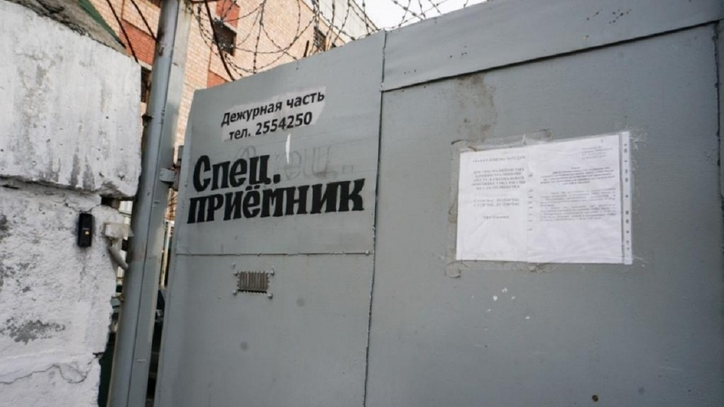 В спецприемнике Екатеринбурга не приняли письма с фамилиями Навальный и Волков. Их назвали запрещенными