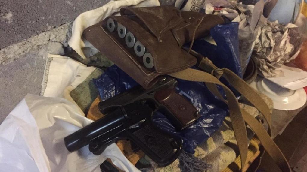 Силовики задержали в Свердловской области банду торговцев оружием