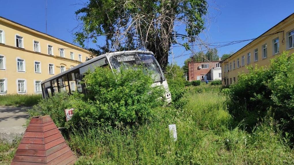 После ДТП в Лесном с семью погибшими полицейские проверяют автобусы на дорогах Екатеринбурга