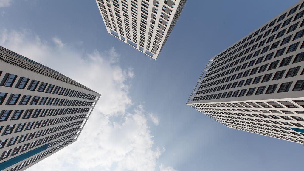 «Продажи квартир взлетели на 10%». Три фактора, вытянувшие строительный рынок Екатеринбурга из кризиса