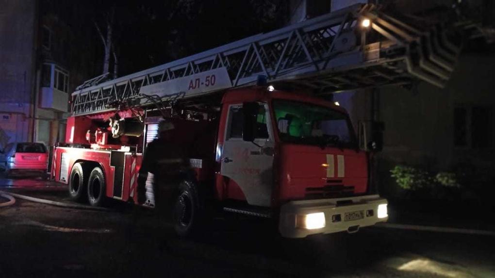 В жилом доме в центре Екатеринбурга сгорели два человека. Фото жуткого пожара
