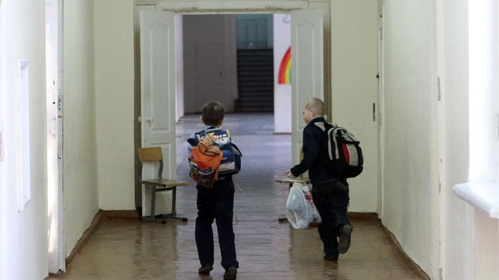 После трагедии в Казани в Екатеринбурге проверят охрану всех школ