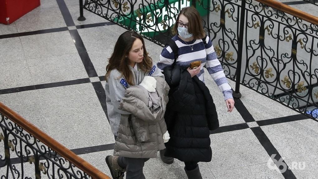 В России начали отменять масочный режим