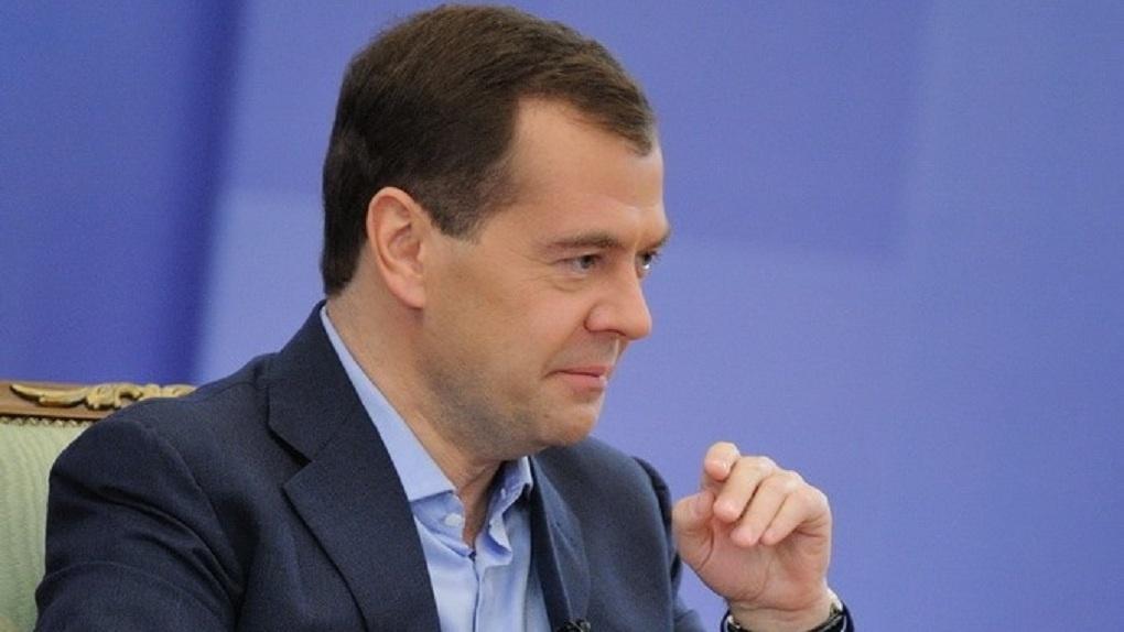 В свободное от работы время Дмитрий Медведев гонит самогон