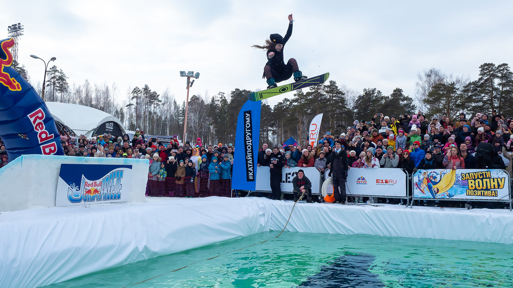 Tele2 приглашает эффектно закрыть зимний сезон на Red Bull Jump&Freeze по другим правилам