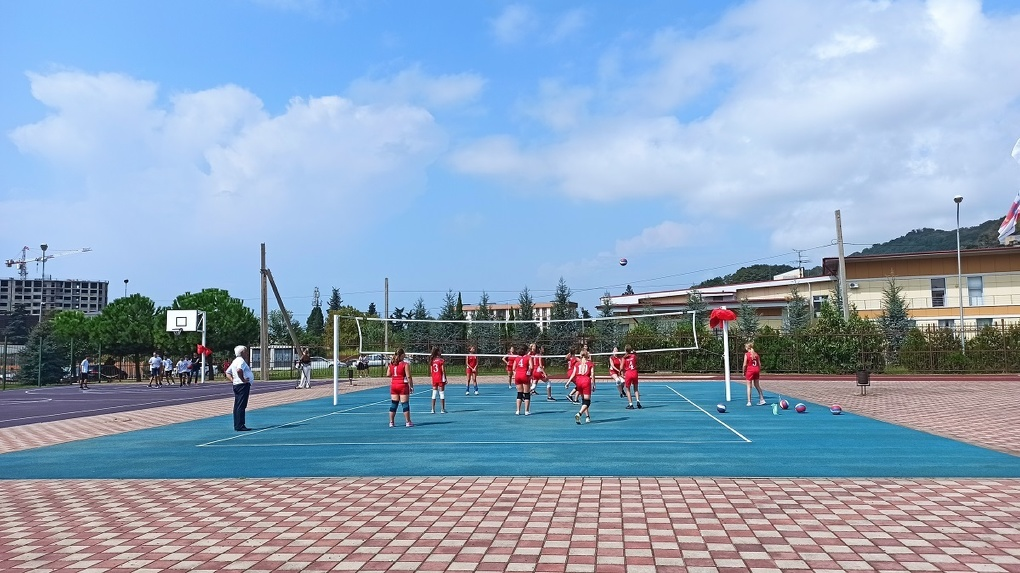 Благотворительный фонд «Синара» передал трем сочинским школам новые спортивные площадки